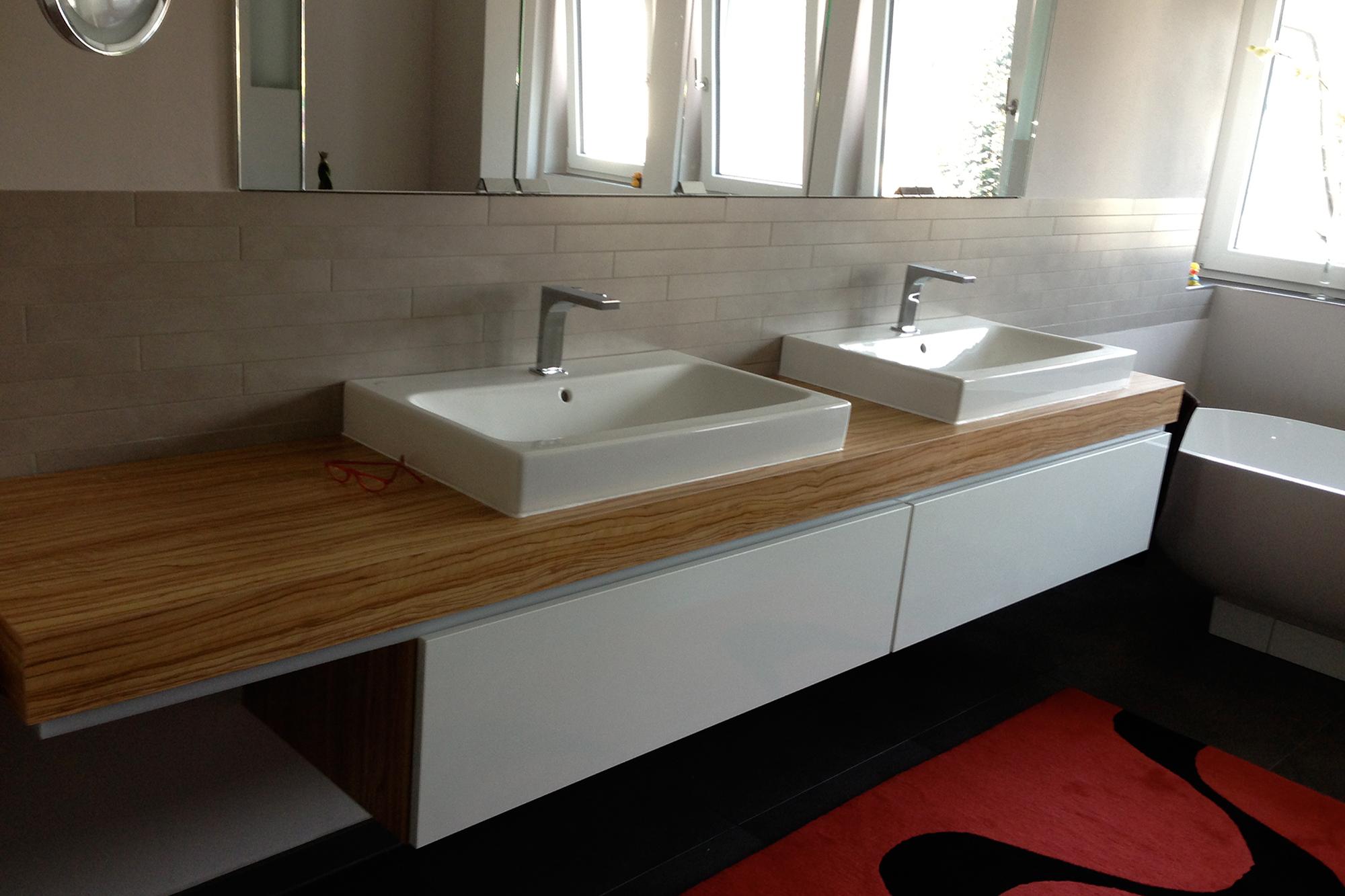 Modernes Bad gefliest vom Fliesenfachbetrieb Paulo Casaca 4. © fliesencasaca.de